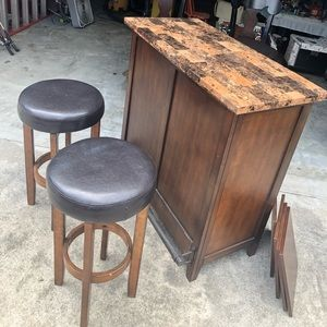 Bar/two stools